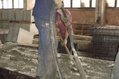 ЖБК-5. 2008 р.  Ущільнення бетону глубинним вібратором
